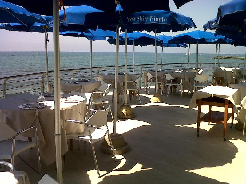 Lido di Ostia Italy  city photos : At the beach, eat as the Romans do