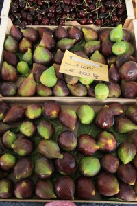 fresh figs in the market in Italy
