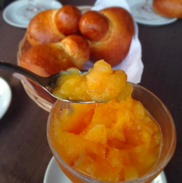 peach granita served with brioche