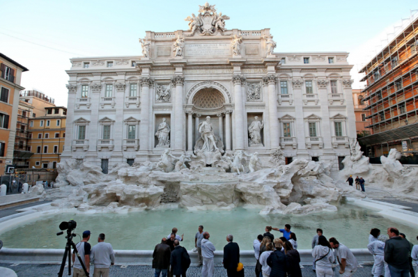 Trevi Fountain restored to its original beauty