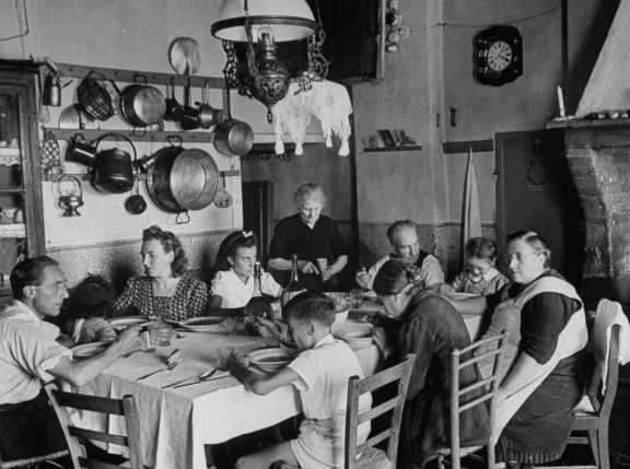 Italian family meal · www.casamiatours.com