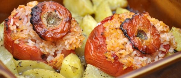 rice-stuffed tomatoes · www.casamiatours.com