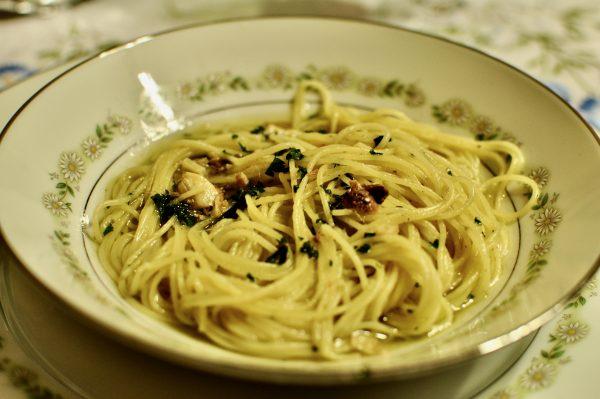 Pasta con aglio, olio e alici